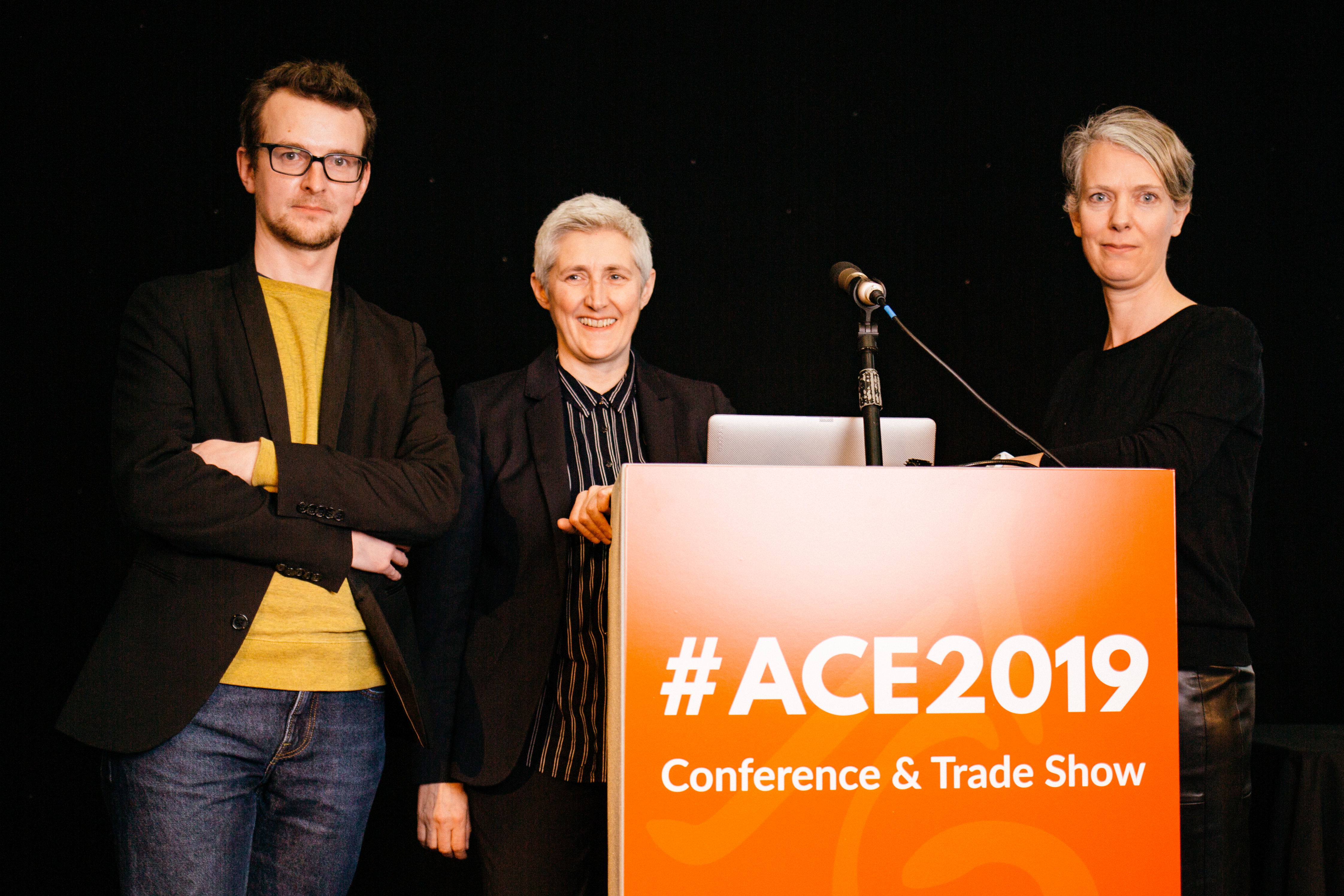 Frederic Jonckheere (ICOM Belgium Flanders), Caroline Brown (ACE Chairman en Head of Commercial Services, British Library) en Marieke van Bommel (directeur MAS) op de ACE conferentie.