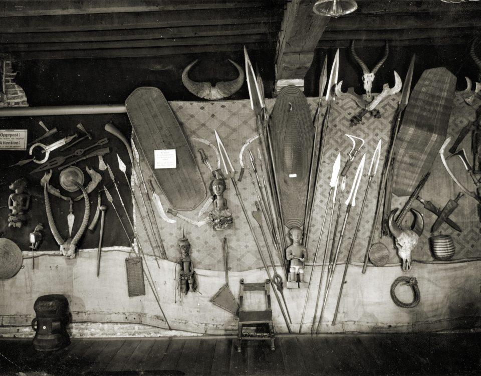Inrichting van de 'Congolese afdeling' op de zolder van het Museum Vleeshuis, Antwerpen, ca. 1939. Foto: MAS, Antwerpen